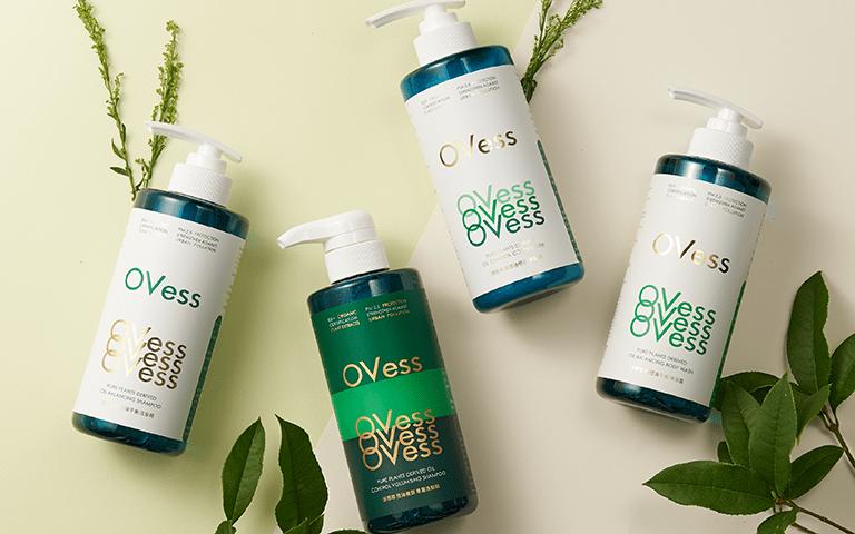 專業髮品Ovess以特殊溫和基底與百次實驗打造的控油配方,讓油頭族有感控油且不過度清潔。