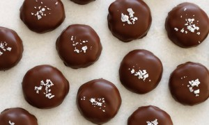 tradestone-confections-turtles-salted