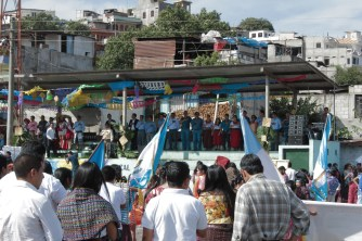 The parade first opened with a ceremony in which the mayor and the Queen of the city (recently crowned) spoke, and we sang the Guatemalan national anthem.