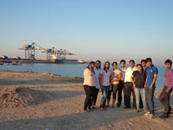 uwsb-students-at-mundra-port