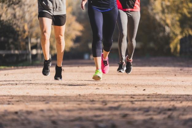 跑步,每周5次,每次45分鐘,每分鐘170米的速度,可在3個月內減少10磅