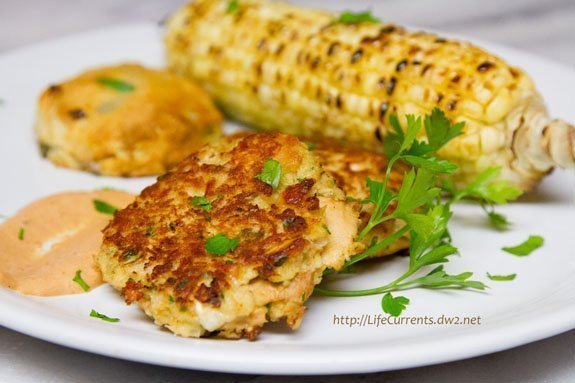 Island Trollers Tuna Cakes with Comeback Sauce, Corn on the Cob, and Biscuits Life Currents https://lifecurrentsblog.com #easy #dinner #tuna