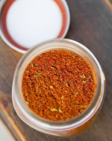 Homemade Taco Seasoning - super easy and really tasty