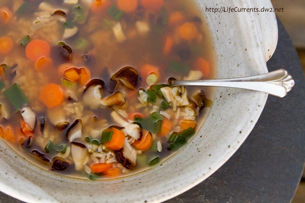 Brown Rice Veggie Soup | Life Currents https://lifecurrentsblog.com