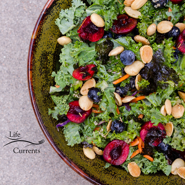 ANTI-INFLAMMATORY KALE SALAD - delicious and super good for you!