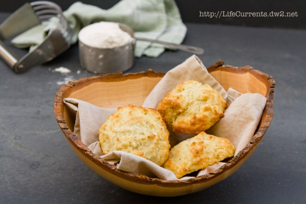 Fresh Buttermilk Biscuits | Life Currents https://lifecurrentsblog.com/ #biscuits #homemade #buttermilk #unprocessed #fresh fresh buttermilk biscuit recipe #freshbuttermilkbiscuitrecipe