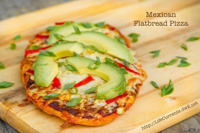 Mexican Flatbread Pizza | Life Currents #vegetarian #pizza #Mexican