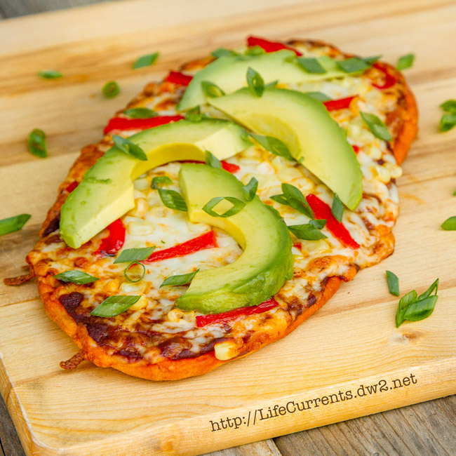 Mexican Flatbread Pizza | Life Currents #vegetarian #pizza #Mexican