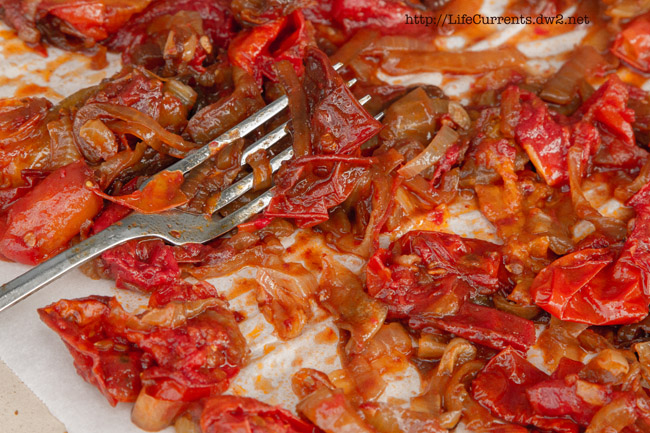 Balsamic Roasted Tomatoes with Onions https://lifecurrentsblog.com #oven #roasted sun-dried tomatoes #balsamic #onions #vegan #vegetarian