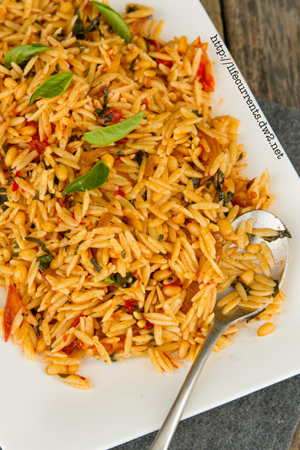 Orzo Pasta with Balsamic Tomatoes and Basil | Life Currents https://lifecurrentsblog.com