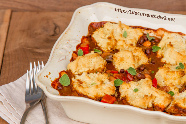 Southwestern Pot Pie with Buttermilk Biscuit Crust vegetarian dinner chili https://lifecurrentsblog.com