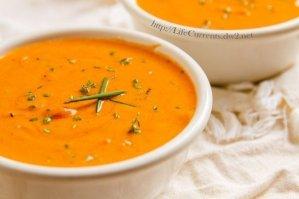Tomato Parmesan Slow Cooker Soup | Life Currents vegetarian crock pot https://lifecurrentsblog.com