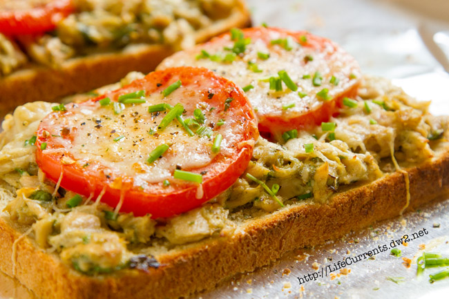 Open-faced Island Trollers Tuna Sandwich is a perfect summer lunch. Easy to make, fresh, and delicious! by Life Currents https://lifecurrentsblog.com