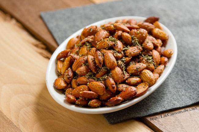 Crockpot Herbed Almonds are a great appetizer that are super easy to make becasue you getto use the slow cooker! by Life Currents https://lifecurrentsblog.com