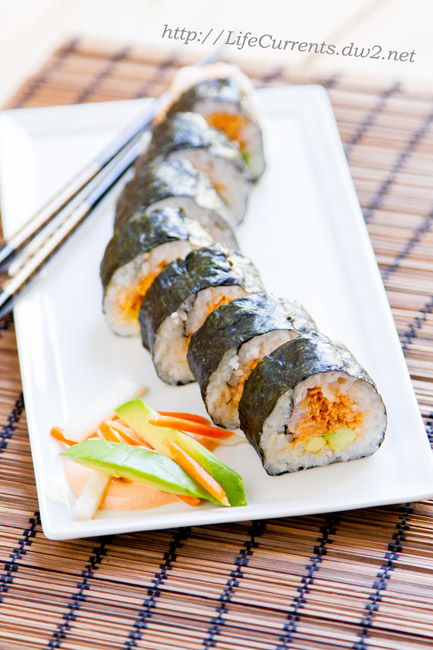 Island Trollers Spicy Tuna Roll - make your own sushi at home for Tailgating Snacks Month and see how awesome this appetizer is! https://lifecurrentsblog.com