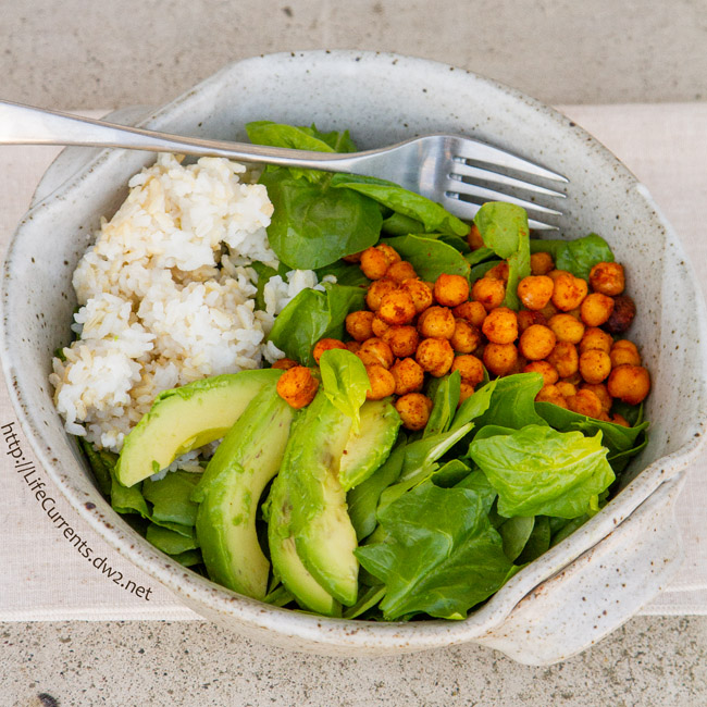 Roasted Garbanzo Bean and Avocado Salad with spiced roasted chickpeas, healthy avocado, brown and white rice, and big handfuls of fresh spinach!
