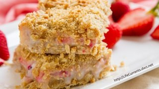 Strawberry Crème Crumble Bars