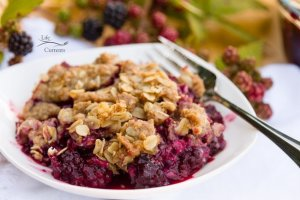 Blackberry Peach Fruit Crisp with Oatmeal Cookie Crumble