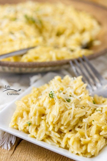 Garlic Parmesan Pasta is so good. Creamy and delicious. Easy to make, comes together in just a few minutes. Full flavored, and garlicky. Complex, but not too much garlic – it's a great balance of flavors! Perfect comfort food.