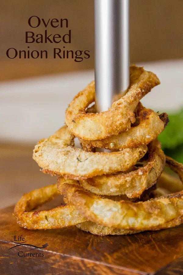 Homemade Oven Baked Onion Rings - This recipe crispy crunchy baked, not fried, onion rings is super impressive! And, much healthier than the deep-fried ones, without losing any flavor of those greasy ones.