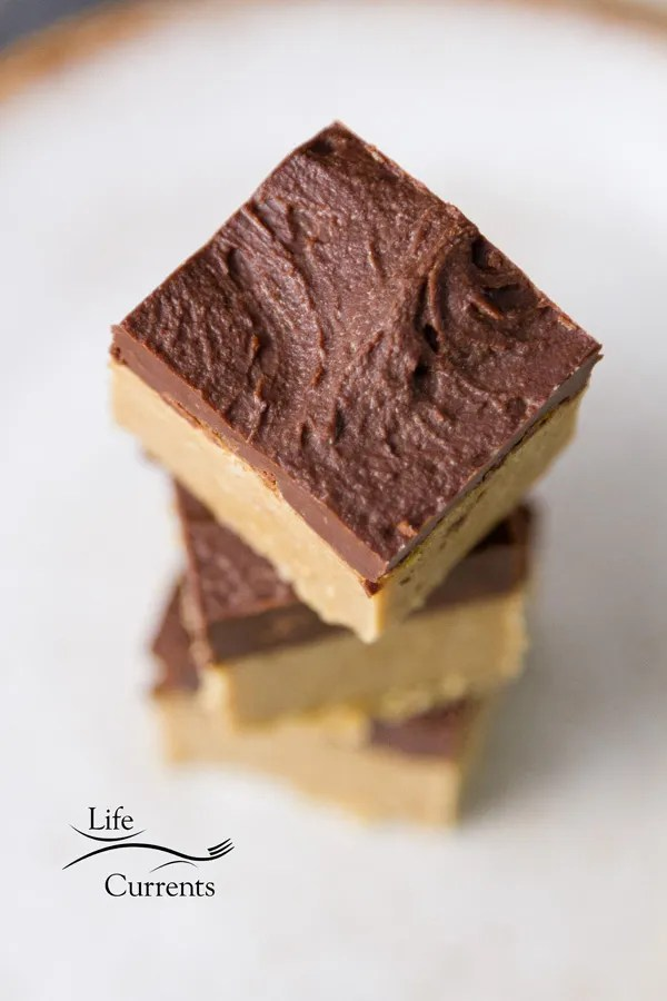 5-ingredient No Bake Peanut Butter Bars are super easy to make and super addictive