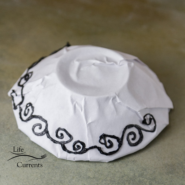 How to Make a Scroll Bowl using the 3Doodler - Starting at what would be the top of the bowl, I free handed some scrolls or swirls.