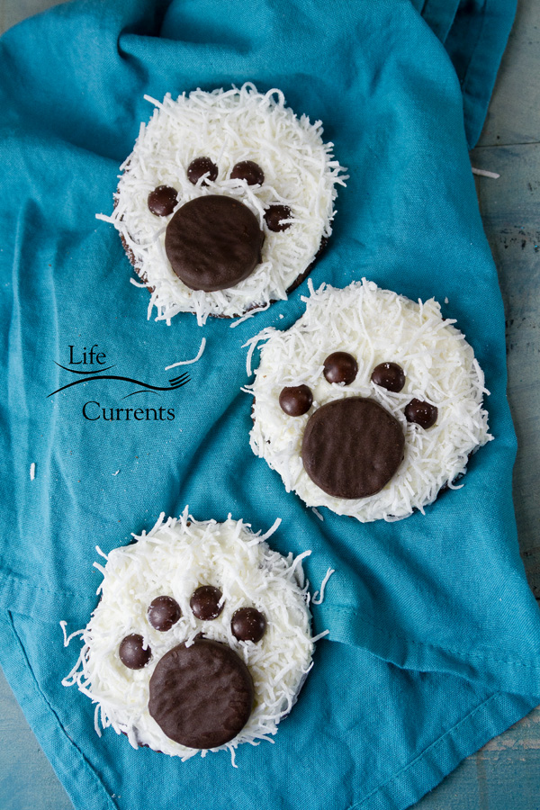 Polar Bear Paw Cookies a hit at any cookie party, cookie exchange, or winter holiday gathering.