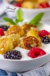 Caramelized Banana and Yogurt Parfaits This is an impressive and fun brunch dish. Very springy, with these fresh berries and the sticky sweet and delicious caramelized banana.