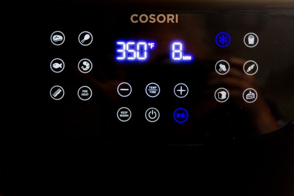 The easy to use control panel for the COSORI Air Fryer 5.8-quart