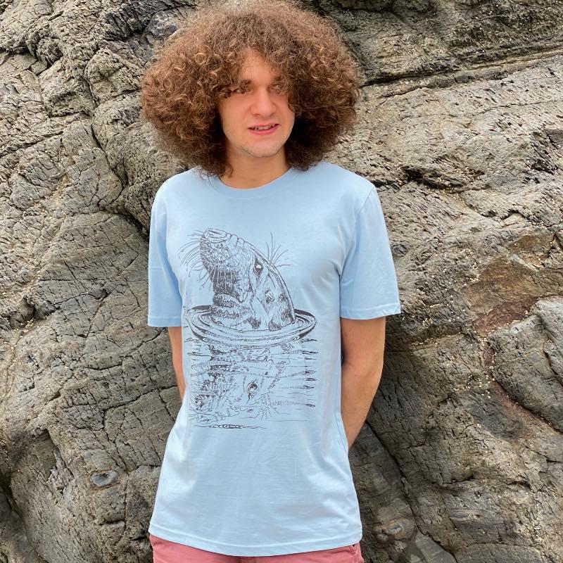 Bull seal reflection t-shirt