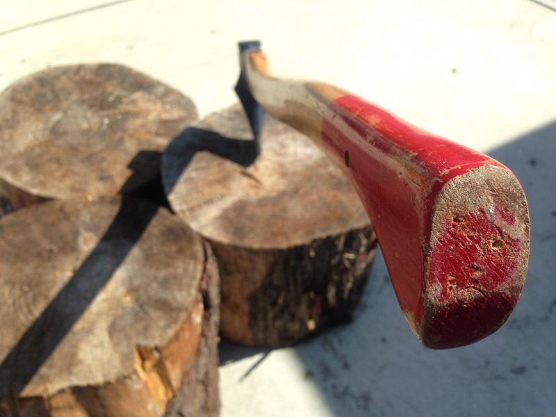 太い木(大径木)を割るには、楽な方法があります