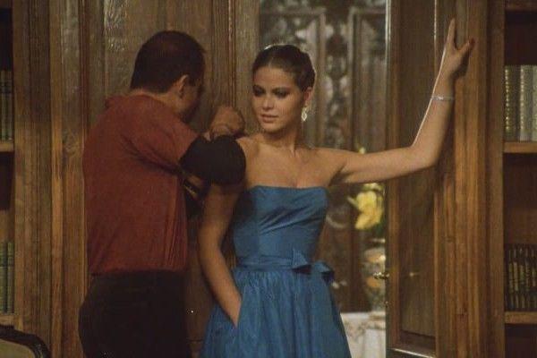 Синее платье Орнелла Мути
