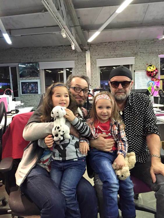 Радиоведущий и журналист Михаил Козырев с дочками