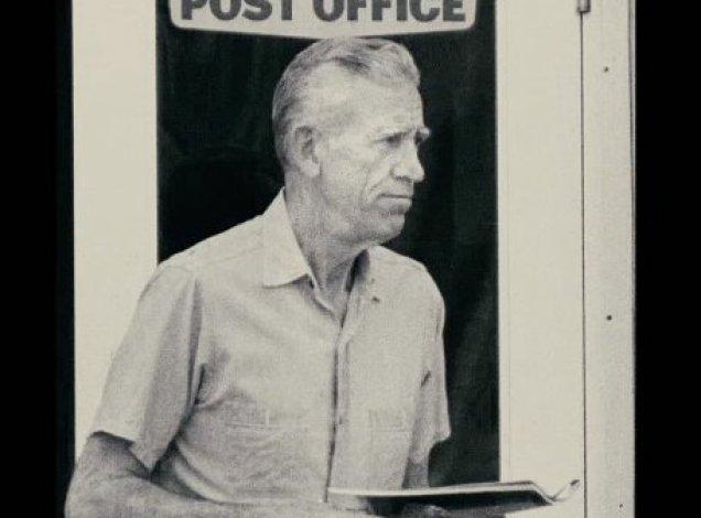 Сэлинджер возле почты