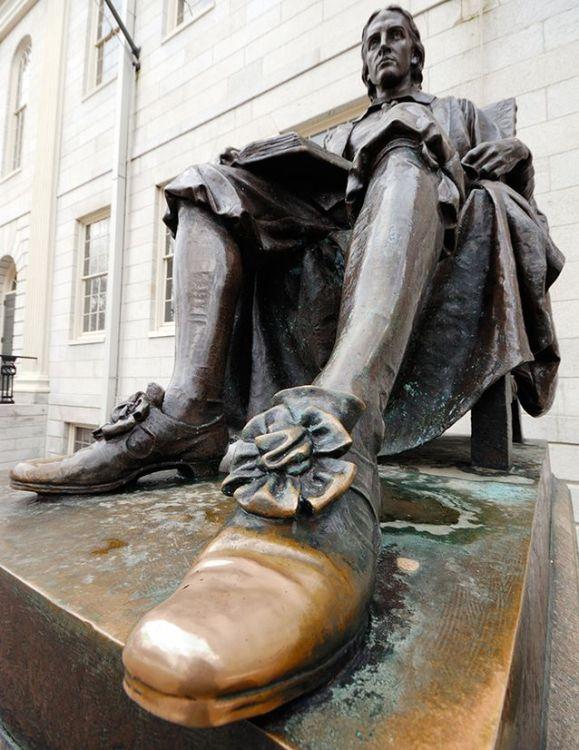 Джон Гарвард, памятник, скульптура, три лжи