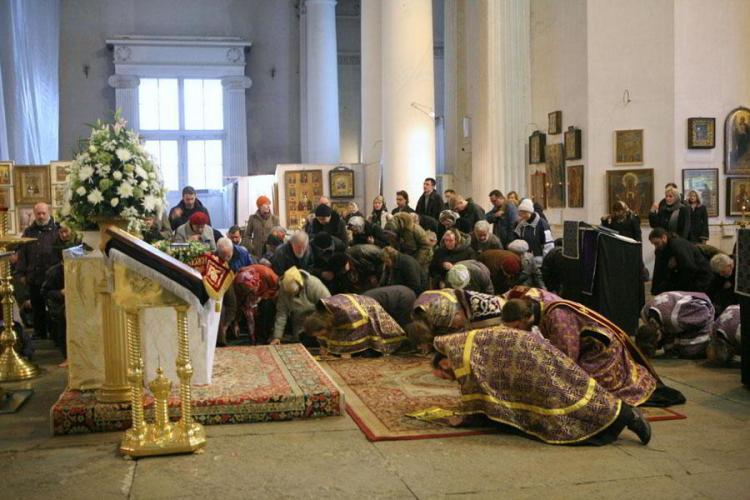 великие поклоны, правила в храме