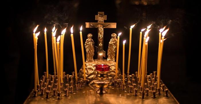 канун, панихидный столик, свечи в храме