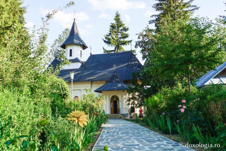Румынский монастырь Manastirea Sihastria Voronei), молодым семьям