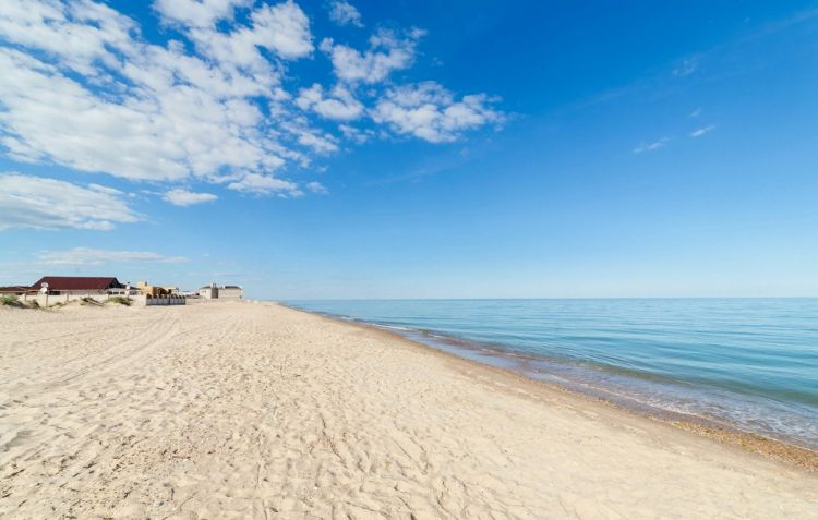 Каролино-Бугаз, Черное море