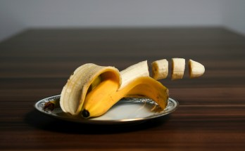 slice a banana without a knife