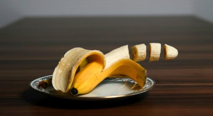 slice a banana without a knife