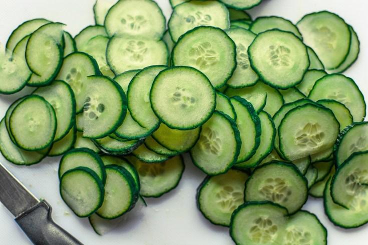 Reduce eye puffiness using cucumbers