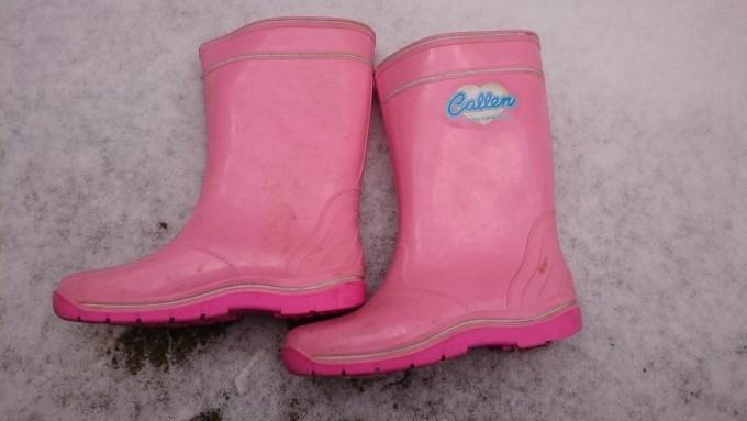 ピンク色の長靴