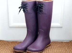 紫色のレインブーツ