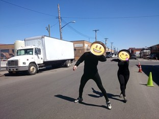 """Hace una semana, nos hemos enterado por la prensa que un joven artista español afincado en la popular isla neoyorquina de Manhattan, iba a presentar un proyecto bajo el nombre de """"Paella Pop"""". Paella Pop es un proyecto de """"arte relacional"""", según los propios autores este tipo de arte prima la la experiencia y las relaciones en público"""