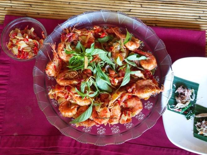 Maisto gaminimo pamokos Balyje - pagamintas krevečių patiekalas