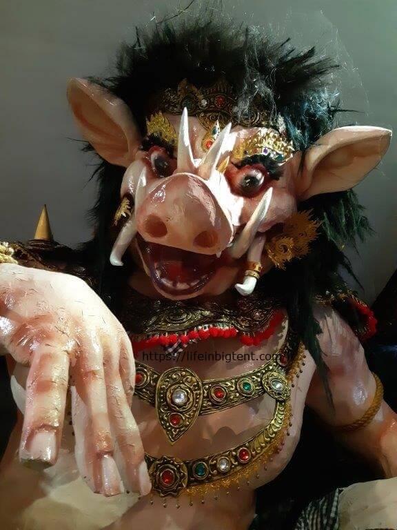 """Balio """"Ogoh-ogoh"""" parado statula"""