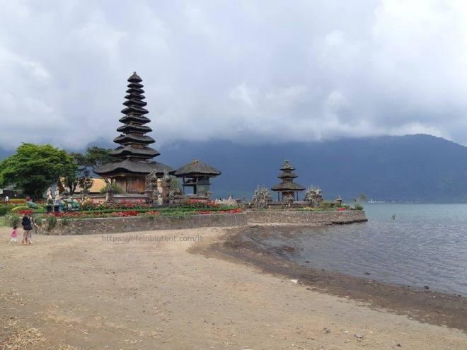 Balio šventykla ant išdžiuvusio ežero