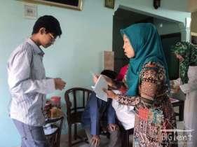 Idul Fitri money giving