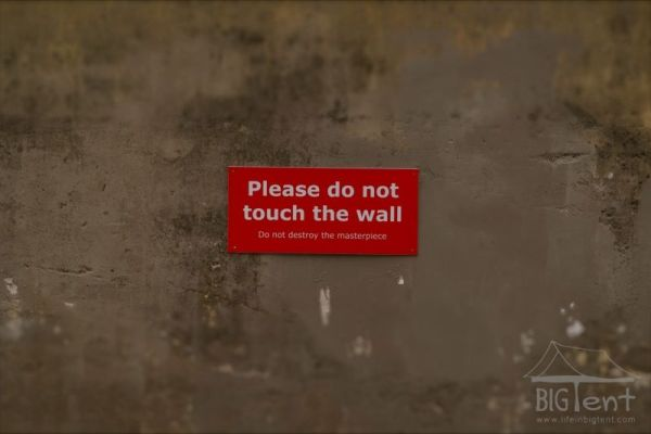 Don't touch the wall